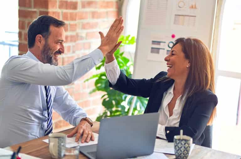 起業 する に は 成功 特徴 パートナー