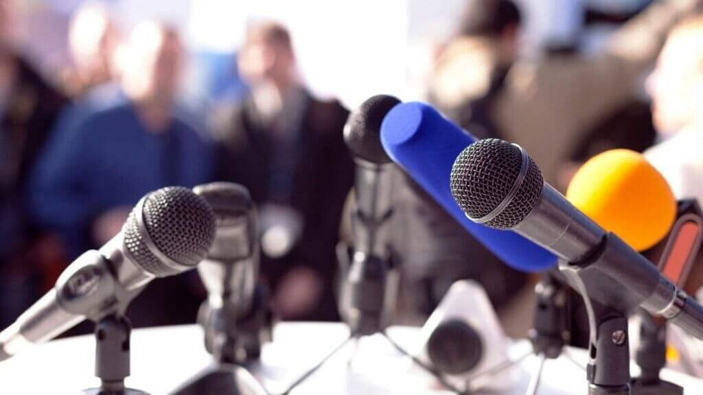 未来の記者会見